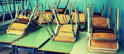 La scuola moribonda, spiegata sugli autobus