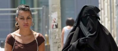 L'assemblea nazionale francese approva la legge contro il burqa