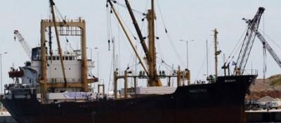 La nave libica cambia rotta, poi no