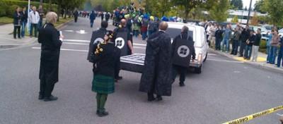 Microsoft fa il funerale a Blackberry e iPhone
