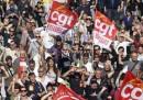 Sesta giornata di proteste e scioperi in Francia