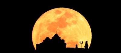 Le foto della luna gigante