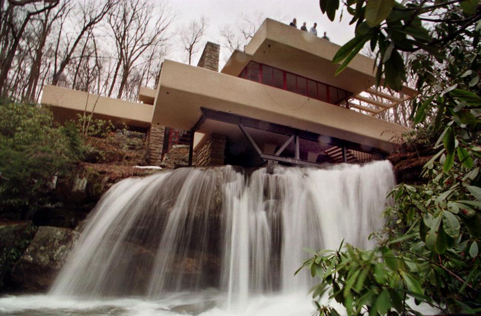 Perch la casa sulla cascata importante il post for Frank lloyd wright casa della prateria