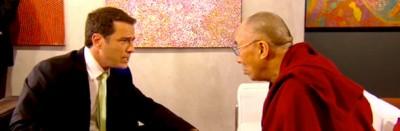 Il Dalai Lama entra in una pizzeria