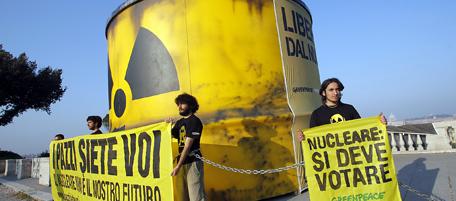 Nucleare - azione contro il nucleare di greenpeace al Pincio