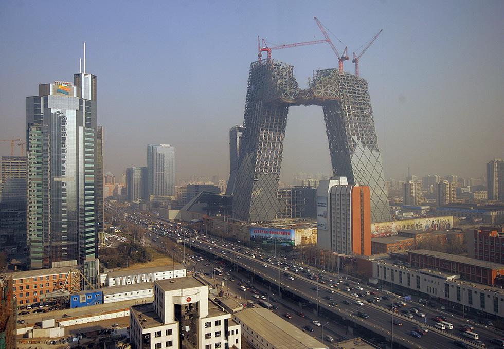 Il Buco Con Il Grattacielo Intorno Il Post