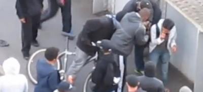 Il video del ragazzino derubato a Londra