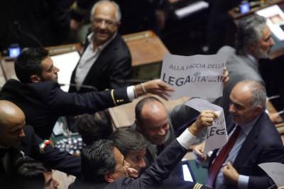 Storia e foto di proteste in Parlamento