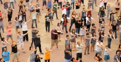 Proposta di matrimonio con flash mob
