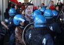 Gli scontri a Roma tra liceali e polizia