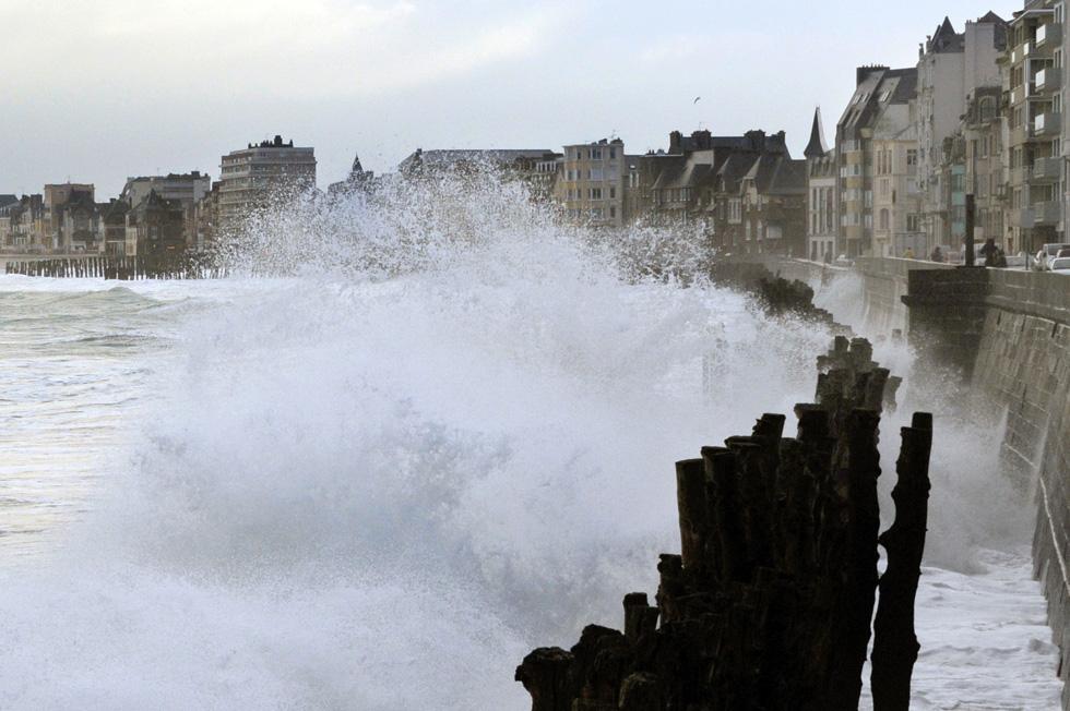 Le foto della tempesta in Bretagna - Il Post