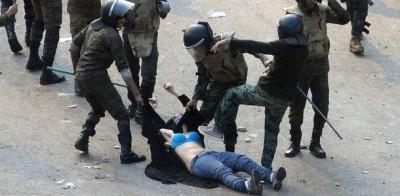 Le foto della ragazza picchiata al Cairo