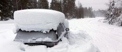 Si può stare due mesi bloccati dalla neve in un'automobile?