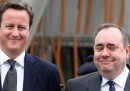 Cameron tenta di tenersi la Scozia