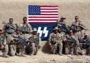 I Marines con la bandiera delle SS