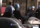 I video della polizia che irrompe in un bar in cerca dei No TAV