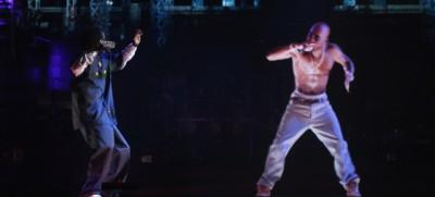 Tupac Shakur sul palco di Coachella