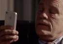 John Malkovich parla con Siri: la nuova pubblicità di Apple