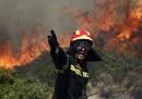 L'incendio a Keratea, in Grecia