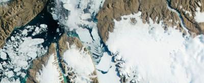 Il distacco di un grande iceberg in Groenlandia