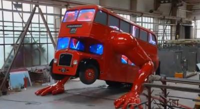 L'autobus di Londra che fa ginnastica