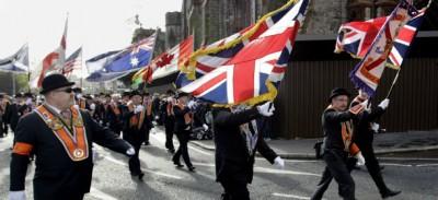 La marcia degli unionisti a Belfast