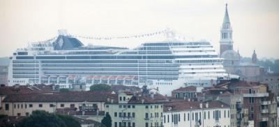 Critiche dal mondo alle grandi navi a Venezia