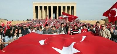 Feste, fuochi e scontri in Turchia