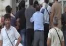 L'irruzione di un gruppo di operai greci al ministero della Difesa