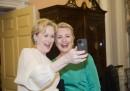 L'autoscatto di Meryl Streep e Hillary Clinton