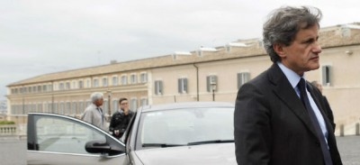 """Berlusconi per Alemanno, contro """"un non romano"""""""