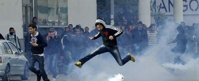 Manifestazioni e scontri in Tunisia