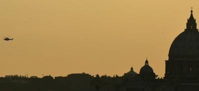 Le foto del viaggio del Papa verso Castel Gandolfo