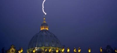 La foto del fulmine su San Pietro è vera?