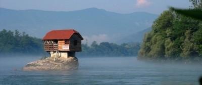 La casa sul fiume Drina, in Serbia