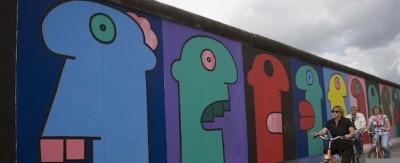 Stanno spostando il Muro di Berlino