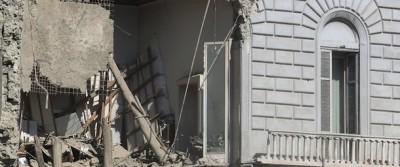 Le foto dell'edificio crollato a Napoli