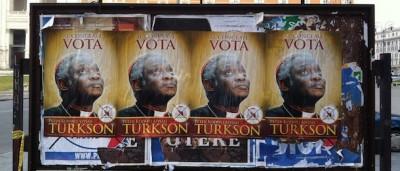 «Vota Turkson», i manifesti per il conclave