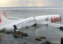 Le foto dell'aereo in mare a Bali