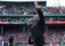 Neil Diamond canta <em>Sweet Caroline</em> a Boston