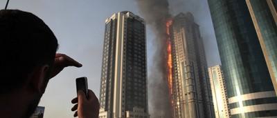 Le foto del grattacielo bruciato a Grozny