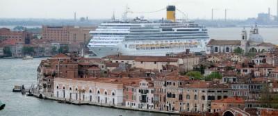 Il ministro Graziano Delrio ha annunciato che entro 4 anni le grandi navi dirette a Venezia non passeranno più per il bacino di San Marco
