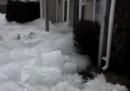 Il ghiaccio del lago che entra nelle case, in Minnesota