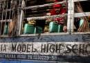Pakistan, esplode serbatoio gas su scuolabus: 17 bimbi morti