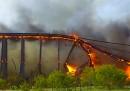 Il ponte ferroviario incenerito in Texas - video