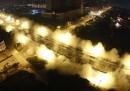 La spettacolare demolizione del viadotto in Cina, video