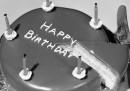 Di chi sono i diritti d'autore di <em>Happy Birthday</em>?