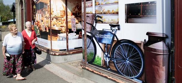 Le foto dei finti negozi in irlanda del nord il post for Libri finti ikea
