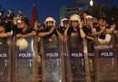 Turchia, Erdogan: Polizia eroica, violenze innescate da manifestanti