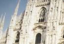 Milano, identificato paracadutista che si è buttato dal Duomo
